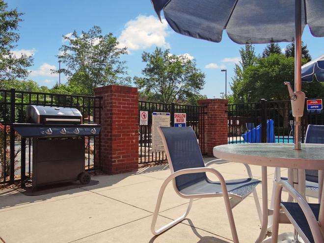 Extended Stay America - Raleigh - Cary - Regency Parkway S - Cary - Patio