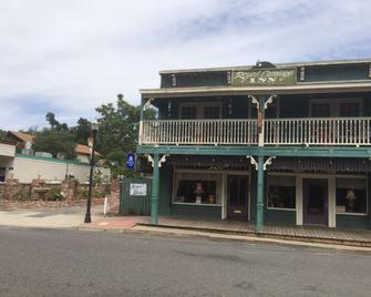 Americas Best Value Inn & Suites Royal Carriage - Jamestown - Gebouw