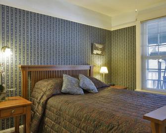 Americas Best Value Inn & Suites Royal Carriage - Jamestown - Bedroom