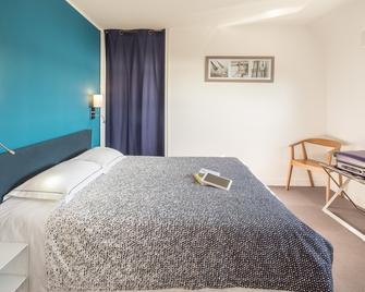 Hotel Du Port Et De L'aven - Nevez - Bedroom