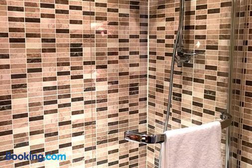 The Fielding Hotel - London - Bathroom