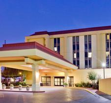 La Quinta Inn & Suites by Wyndham Memphis Airport Graceland