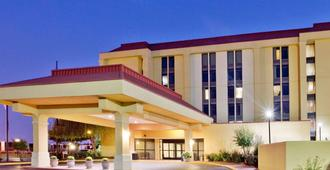 La Quinta Inn & Suites by Wyndham Memphis Airport Graceland - Memphis - Building