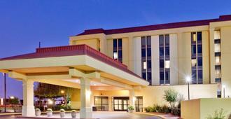 La Quinta Inn & Suites by Wyndham Memphis Airport Graceland - ממפיס