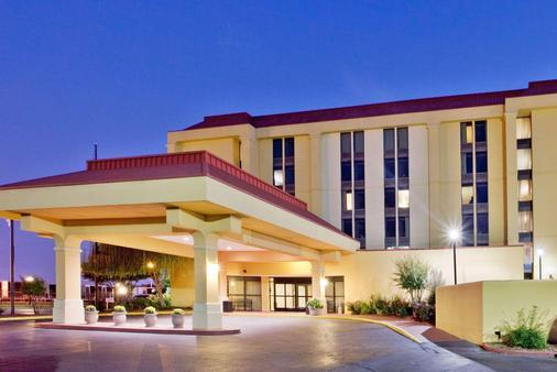 孟菲斯機場/格雷斯蘭區拉昆塔套房酒店 - 曼菲斯 - 孟菲斯 - 建築