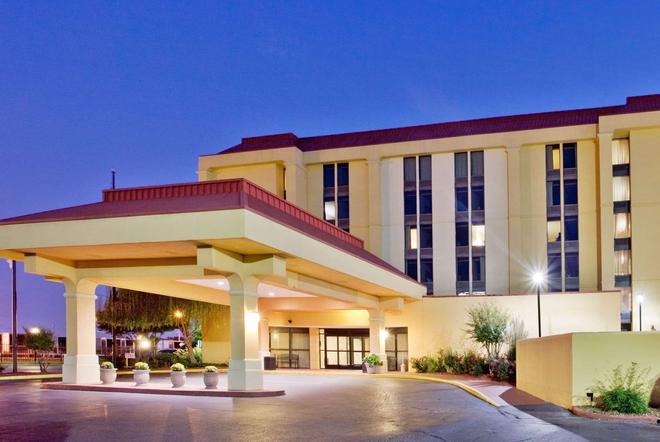 La Quinta Inn & Suites by Wyndham Memphis Airport Graceland - Memphis - Gebäude