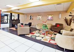 La Quinta Inn & Suites by Wyndham Memphis Airport Graceland - Memphis - Lobby