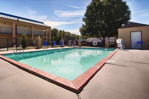 Days Inn by Wyndham Little Rock South - Little Rock - Bể bơi