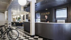 Boston Fenway Inn By Found - Boston - Front desk