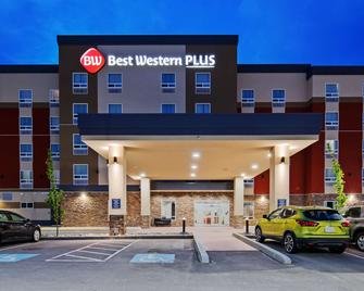 Best Western Plus Hinton Inn & Suites - Hinton - Gebouw