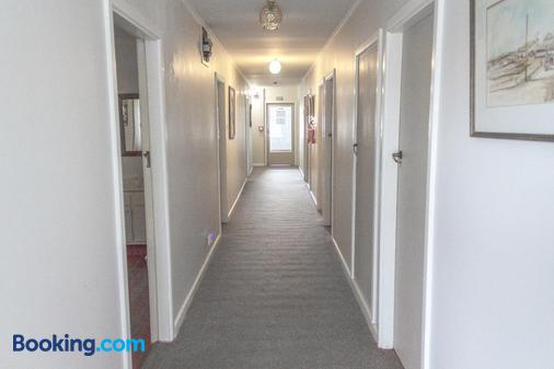 The Pier Lodge Bed And Breakfast - Christchurch - Hallway