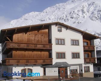 Hotel Garni Sport Sonneck - Galtur - Edificio