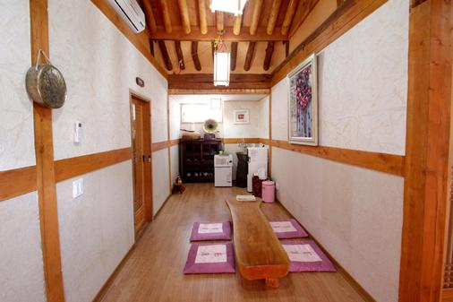 Happiness Full Guesthouse - Jeonju - Flur