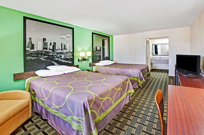 Super 8 by Wyndham Baytown - Baytown - Bedroom