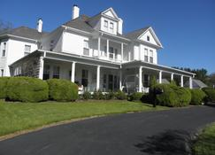 The Doctor's Inn Virginia - Galax - Building