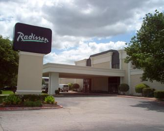 Radisson Hotel Fort Worth Fossil Creek - Fort Worth - Building