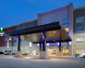 Holiday Inn Express & Suites Great Bend - Great Bend - Building