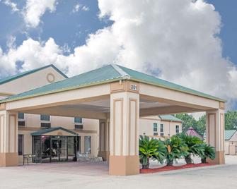 Days Inn by Wyndham Denham Springs-Baton Rouge East - Denham Springs - Building