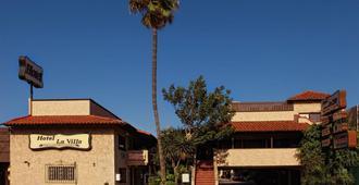 Hotel La Villa de Zaragoza - Tijuana - Building