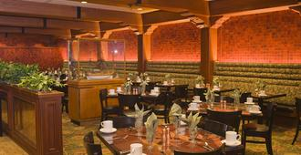 Hotel Captain Cook - Anchorage - Restaurant