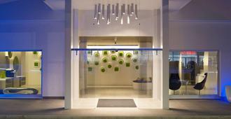 8Piuhotel - Lecce - Recepción