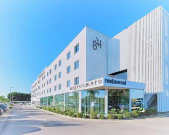 8Piuhotel - Λέτσε - Κτίριο