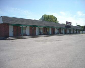 Motel Montreal - L'île Perrot - Building