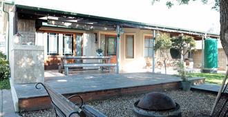 The Yard - Hostel - Gordon's Bay - Patio
