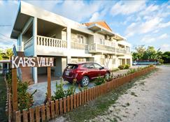 Karis Villa - Garapan - Edificio