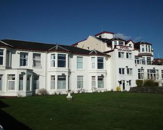 OYO The Esplanade Hotel - Dunoon - Building