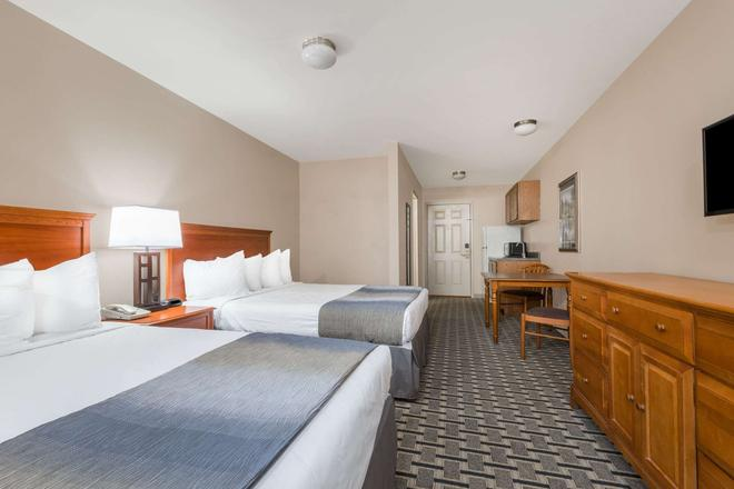Days Inn & Suites by Wyndham Sellersburg - Sellersburg - Bedroom