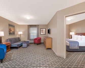 Days Inn & Suites by Wyndham Sellersburg - Sellersburg - Wohnzimmer
