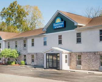 Days Inn & Suites by Wyndham Sellersburg - Sellersburg - Gebäude