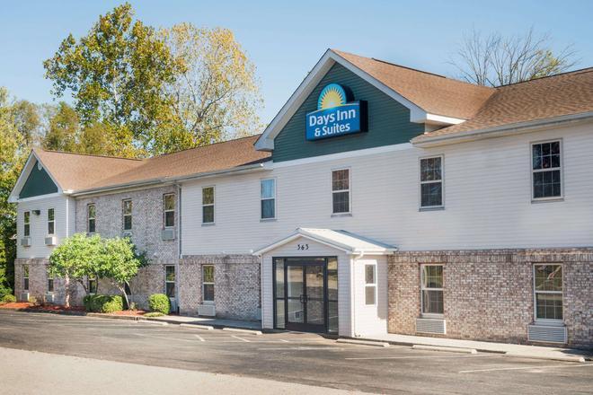 Days Inn & Suites by Wyndham Sellersburg - Sellersburg - Building