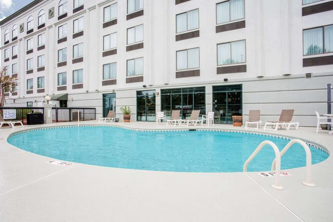 Wingate by Wyndham Rock Hill / Charlotte / Metro Area - Rock Hill - Πισίνα