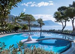 德爾科羅伊藍色假日飯店 - 聖尚卡弗爾拉 - 游泳池