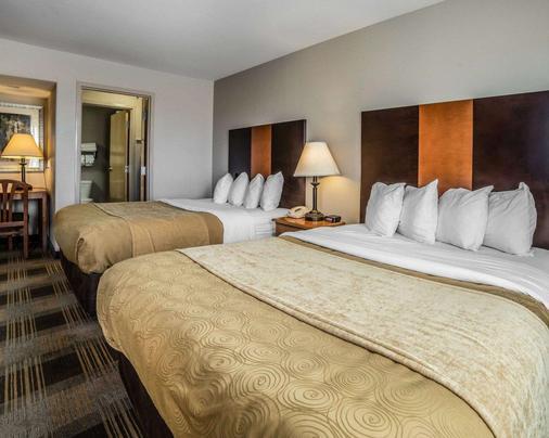 MainStay Suites - Casper - Bedroom