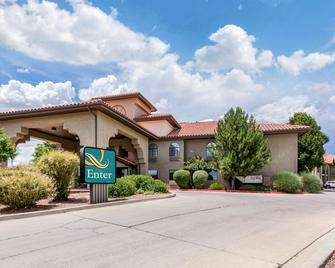 Quality Inn and Suites Gallup I-40 Exit 20 - Gallup - Building