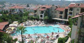 綠松石俱樂部公寓酒店 - 馬馬利斯 - 馬爾馬里斯 - 游泳池