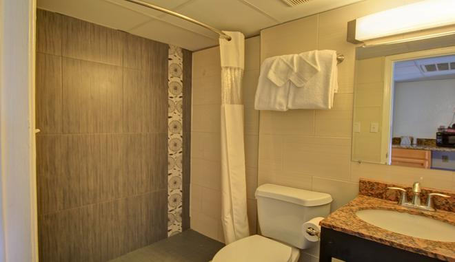 Windwater Hotel & Marina - South Padre Island - Bathroom