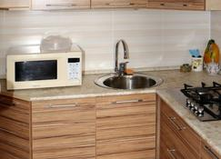 1-Room Furnished Apartment With A Balcony In The Center Of Ulyanovsk Daily - Ulyanovsk - Cuisine