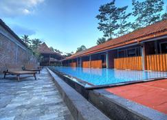 Wahid Borobudur - Borobudur - בריכה