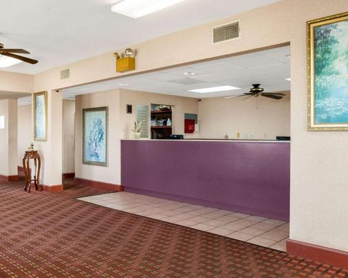 Econo Lodge - Greenville - Front desk