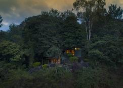 Edakkal Hermitage - Ambalavayal - Außenansicht