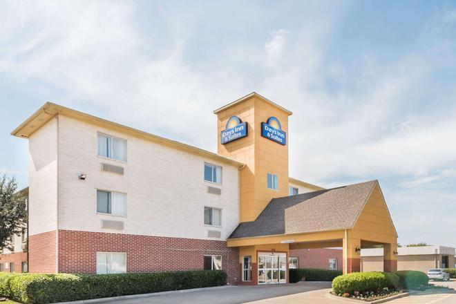 Days Inn & Suites by Wyndham Dallas - Dallas - Building