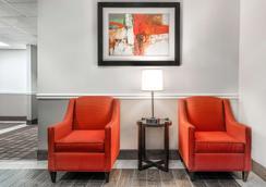 Days Inn & Suites by Wyndham Dallas - Dallas - Lobby