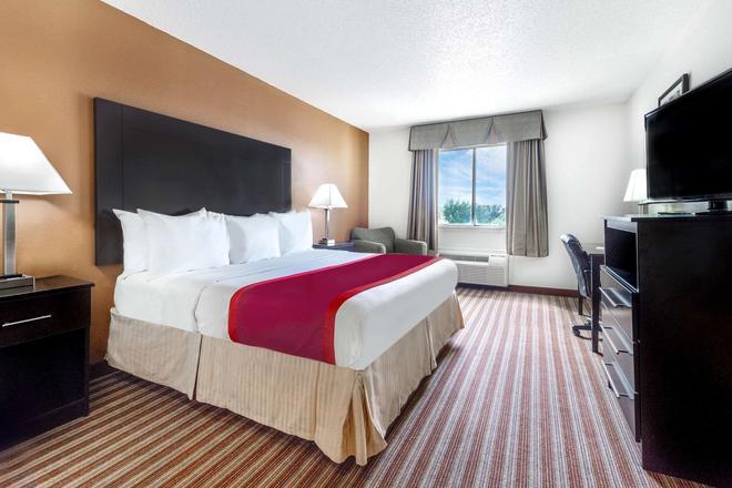 Days Inn & Suites by Wyndham Dallas - Dallas - Bedroom