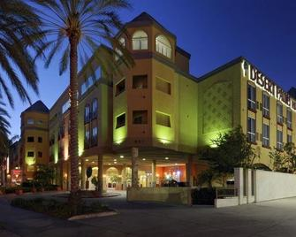 Desert Palms Hotel & Suites - Anaheim - Building