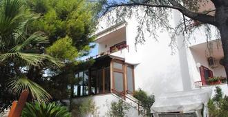 Annavi - Bari