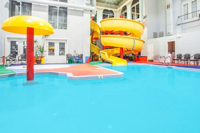Super 8 by Wyndham Castlegar BC - Castlegar - Pool